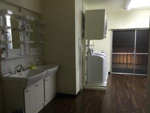 洗面化粧台×2、シャワー室×3、洗濯機×3、乾燥機×1